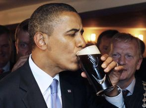 President Obama drinks a pint of Guinness